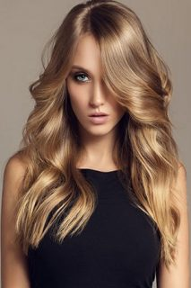 Natural-Looking Hair Colour Trend